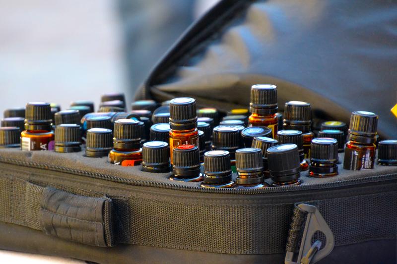 Tasche mit Aromaölen