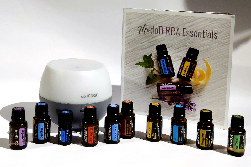 "Familvienschatzaromaöle, Diffuser, Buch ""The doTERRA Essentials"""