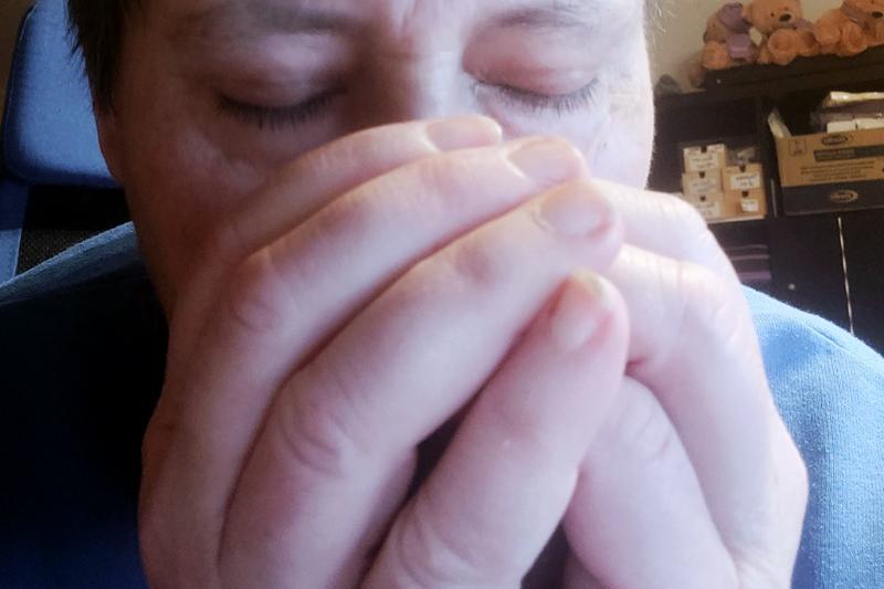 Trockeninhalation: Aus Handflächenhöhle einatmen