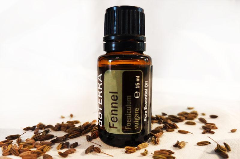 Fenchel-Aromaölflasche und Fenchelsamen