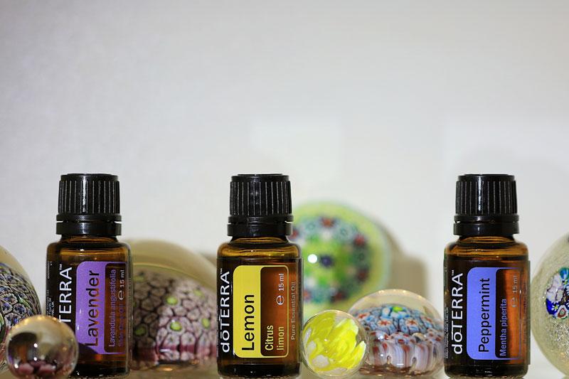 Lavendel- Lemon und Pfeffermiz-Ölflasche mit Glasnuggets