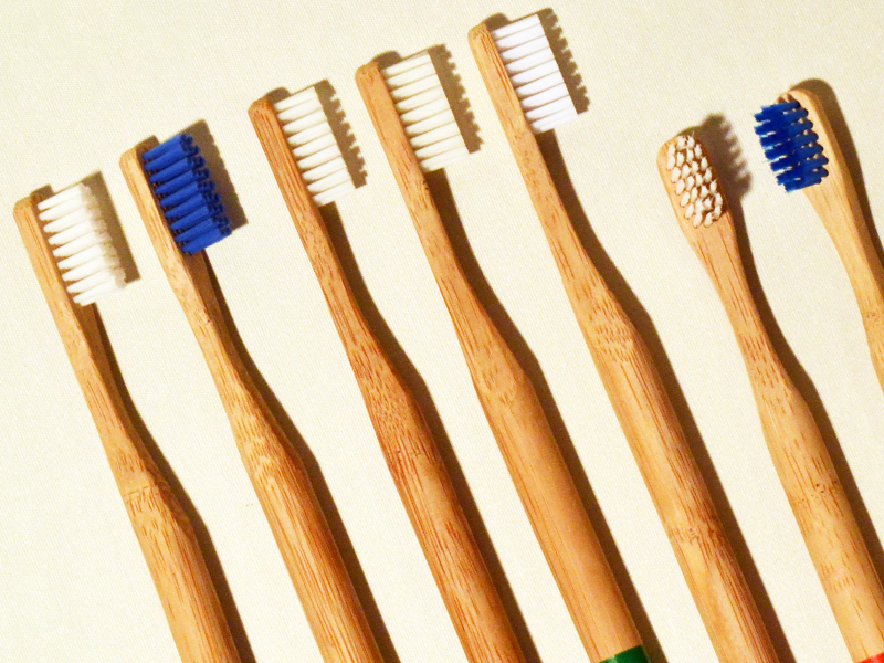 Zahnbürsten aus Bambusholz